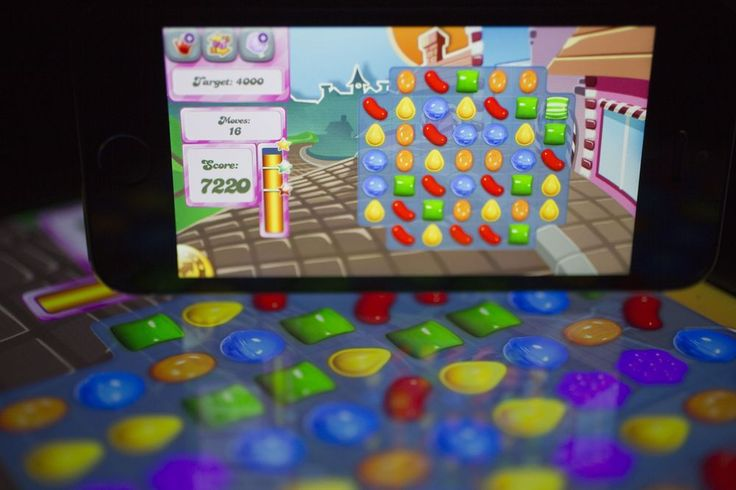 Why It's Hard to Kick Candy Crush, Stop Snapchatting: QuickTake - Bloomberg