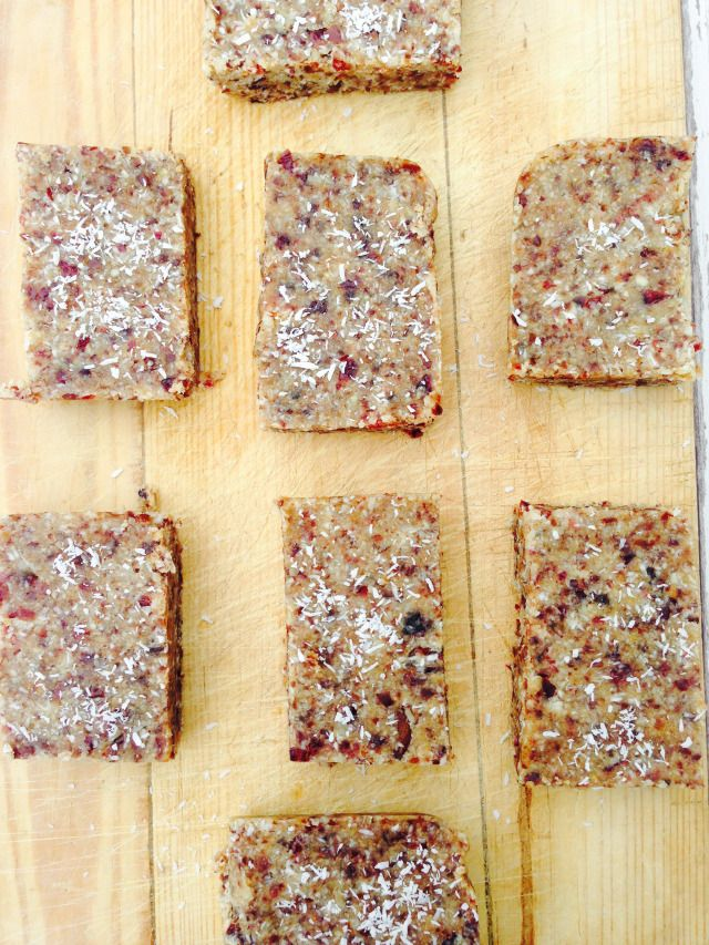 Simple and clean granola bars - Hedi Hearts