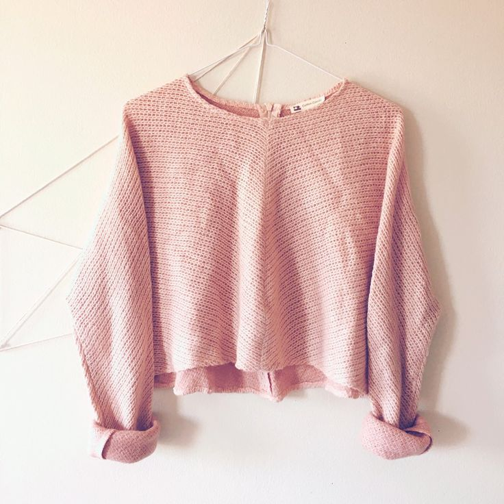 Cotton candy pink crop knit sweater shirt. Super adorable and cute to style with faded jeans and shorts. You can also roll up the long sleeves and pair with white sneakers for a casual look. Feels super soft and has a zipper detail on the back. Cosy and warm... great for all seasons. Fits small to medium. ✈️ For shipping inquiries and negotiations, pm me 😊 #croptop #pretty #rose #feminine #babypink