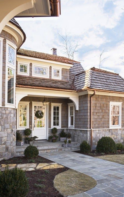 Lee Caroline - A World of Inspiration: A Lakeside Home - A Blend of Nantucket Style and European Elegance