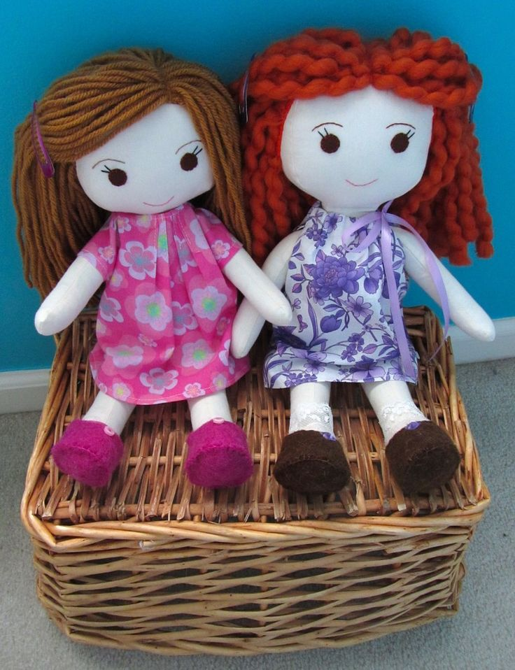 Sewing Rag Dolls with Wee Wonderfuls pattern | I love how she does the hair so the scalp doesn't show through.