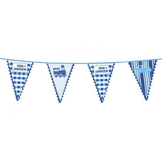 Vlaggenlijn geboorte jongen. Een blauwe vlaggenlijn met de tekst een jongen. De geboorte vlaggenlijn is gemaakt van plastic. Het formaat van de vlaggen is 36 x 25 cm en de vlaggenlijn is circa 6 meter lang.
