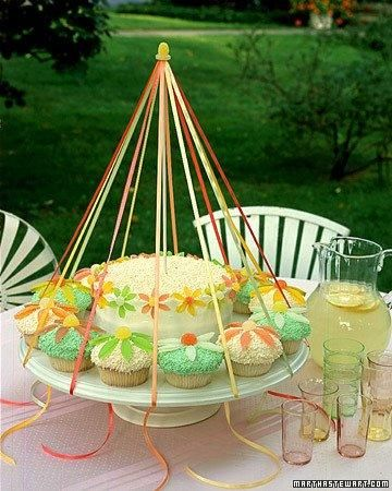 Spring Cupcake Recipes // Maypole Cupcakes RecipeBirthday, Cake Decor, Cake Stands, Martha Stewart, Parties Ideas, Layered Cake, Maypole Cupcakes, Cupcakes Rosa-Choqu, Maypole Cake