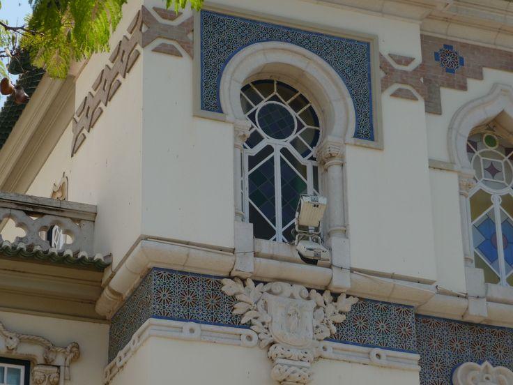 Faro | Praça D. Francisco Gomes | Edifício / Building Banco de Portugal | Arq. Adães Bermudes | 1926 #Azulejo #Padrão #Pattern