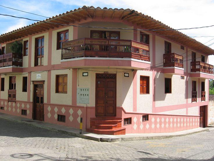 Aspecto de una casa más contemporánea de Jericó, Antioquia   por DAIRO CORREA
