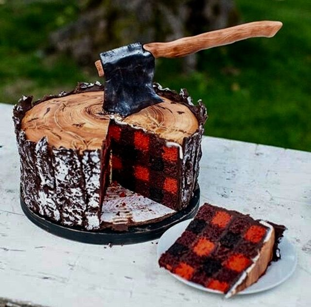 This rustic plaid and wood wedding cake has all those enchanted whimsical forest feelings! It looks sooooo good to eat!