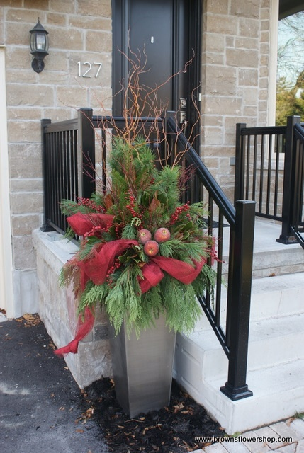 Christmas urn - I like the ribbon running through it