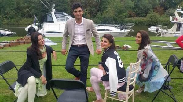 Jacqueline Fernandez with Nargis Fakhri and Lisa Haydon in London shoot for #Housefull3 ❤️