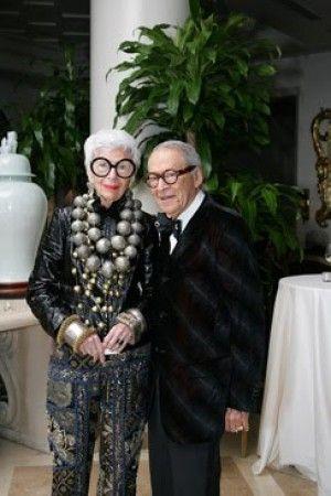 I love this woman! -Iris & Carl Apfel Que mujer fenomenal. Hace que los garabatos más extravagantes se vean increíbles!'