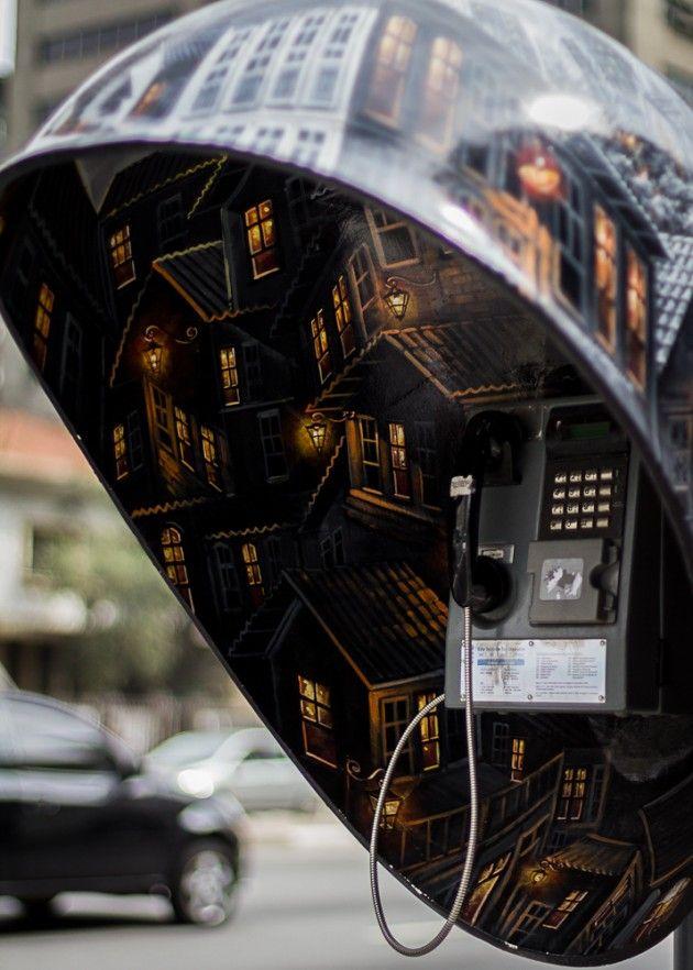 Cabinas Telefónicas en São Paulo    All Parade es un proyecto de arte público en curso en São Paulo patrocinado por la firma brasileña Vivo telecomunicaciones, que combina 100 artistas con 100 cabinas telefónicas y les da rienda suelta a transformarlos en lo que ellos decidan.