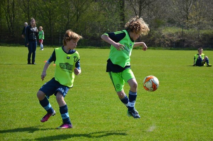 Soccer - the move: Dutch boy, age 10 at May 2013 (Name known by pinner)