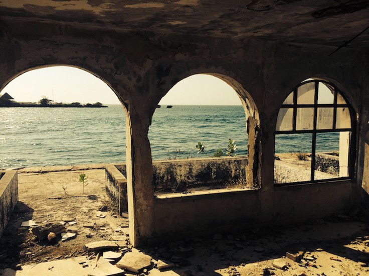 At the far side of La Isla Grande, hidden and secluded between the tropical forest and the Caribbean Sea, lies a grandiose complex of luxury buildings. The decay of the structures mirrors the downfall of the man, Pablo Escobar