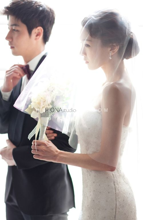 Korean pre wedding photo shoot,Korea concept pre wedding photography,stunning wedding photo,nice wedding photo,wedding studio in Korea,Korean wedding package,hellomuse,engagement photo shoot in Korea
