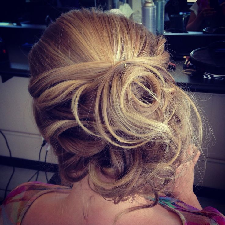Loving this messy side bridal hairstyle I did for a client. Soft and romantic! Gorgeous!! #messybun #bridalhair #weddinghair