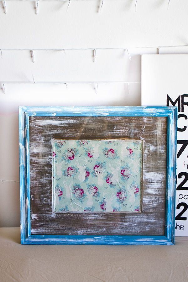 So easy! Make your own DIY dry erase board from a photoframe from a thrift store!