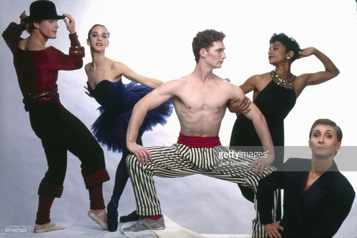 Dancer, choreographer and dance company founder <a gi-track='captionPersonalityLinkClicked' href=/galleries/search?phrase=Twyla+Tharp&family=editorial&specificpeople=240431 ng-click='$event.stopPropagation()'>Twyla Tharp</a> photographed with some of her dancers in May 1990.