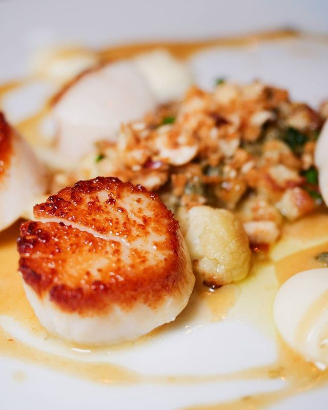 It's a great feeling when you come across a restaurant that will become a regular destination!! @the.glen.tavern impressed today   : Sea Scallops  515 Main St Georgetown ON     #classycountry #georgetownontario #tofoodies #yyzeats #foodlove #foodtography #BlogTO #narcity #ypdine #TodayIFooded #curiocityto #foodphotography #canadianblogger