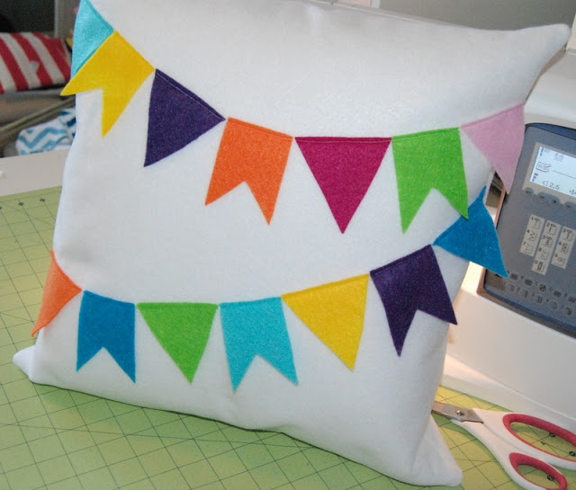 Clippie Dips: Felt Bunting Pillow Cover Tutorial