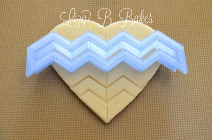 Best tutorial on making Chevron cookies! Lizy B: Chevron Cookie Heart Tutorial!