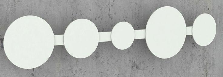 Moderne hvid Hooks knagerække fra JENSENplus, der er designet af Friis og Moltke. Knagerækken vil passe perfekt ind i din entré, på dit badeværelse, eller i soveværelset.
