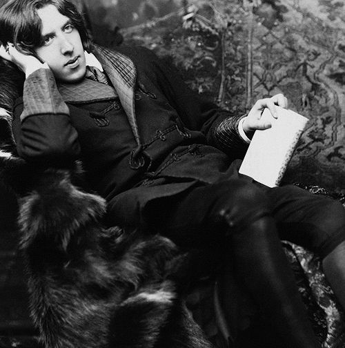 oscar wilde essay on aesthetics An essay is presented in which the author examines oscar wilde's novel the picture of dorian gray alongside bram stoker's novel dracula the author compares the character of dorian gray to an undead vampire who seeks out aesthetic experiences just as dracula seeks out human blood.
