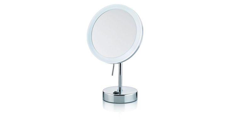 Der Standspiegel Sabina mit 5-fach-Vergrößerung eignet sich daher ideal als Kosmetik- oder Schminkspiegel. Das weiße LED-Licht wirkt modern und lässt sich leicht mit einem Kippschalter an- oder ausschalten. Merh unter: https://shop.webermoebel.de/online-shop/produktdetails-1043-1044-id1061485/kaufen-Moebel-Weber-Herxheim/Moebel-A-Z-Accessoires/Kosmetikspiegel-Kela-keck-und-lang-aus-Metall-in-Chromfarben-kela-Kosmektikspiegel-Sabina-chromfarben-Durchmesser-ca-12-cm-guenstiger.html