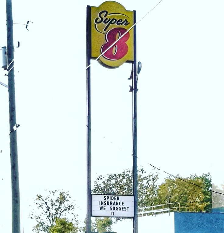 The Super 8 Hotel in Winnipeg changed their sign again.