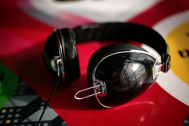 SkullCandy AviatorsFashion First Brand, Surpris Decent Sounds, Skullcandy Aviators, Audiophile Food, Famous Fashion First, Offering Audiophile, Aviators Offering, Brand Crank