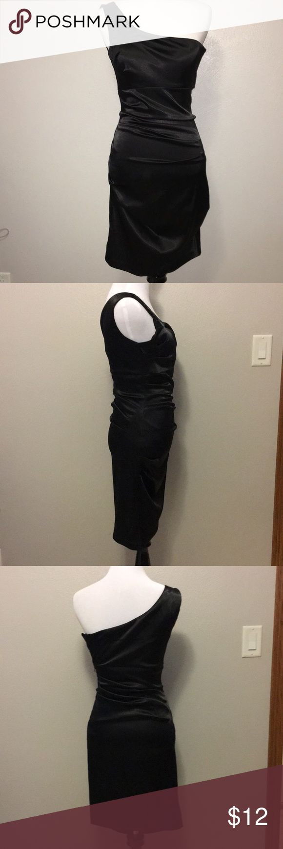 Black one shoulder dress. Size 3/4 Rock this dress at any formal occasion. Add some red heels to spice it it, or some silver heels for class and eloquence. B. Smart Dresses One Shoulder