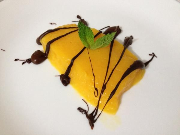 Gelatina de mango al curry con chocolate