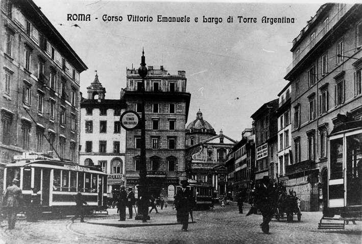 Roma - Largo di Torre Argentina - Foto storiche fine 800 edifici a destra non demoliti