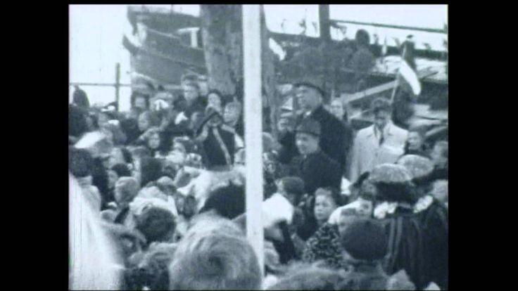 Sinterklaasintocht 1948 te Deventer. In het filmpje zien we de aankomst van Sinterklaas met zijn knechten. Spaanse edellieden die de mand dragen en de mand wordt nog steeds gebruikt bij de intocht!