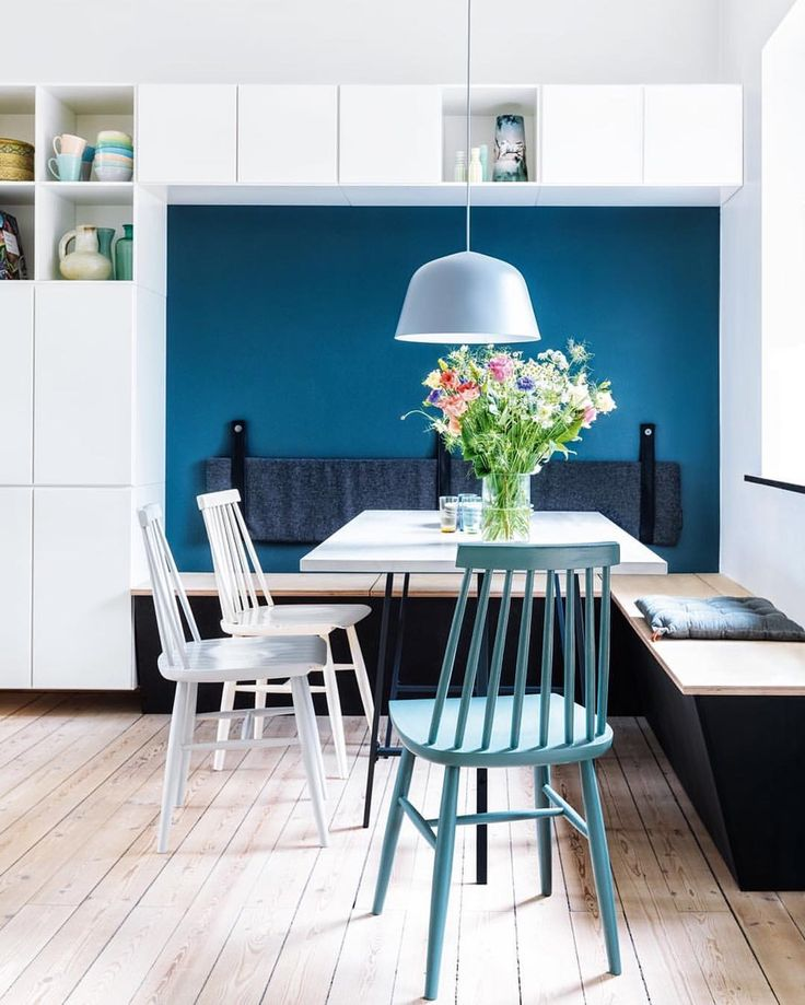 Blue and turquoise dining nook with modern vibes