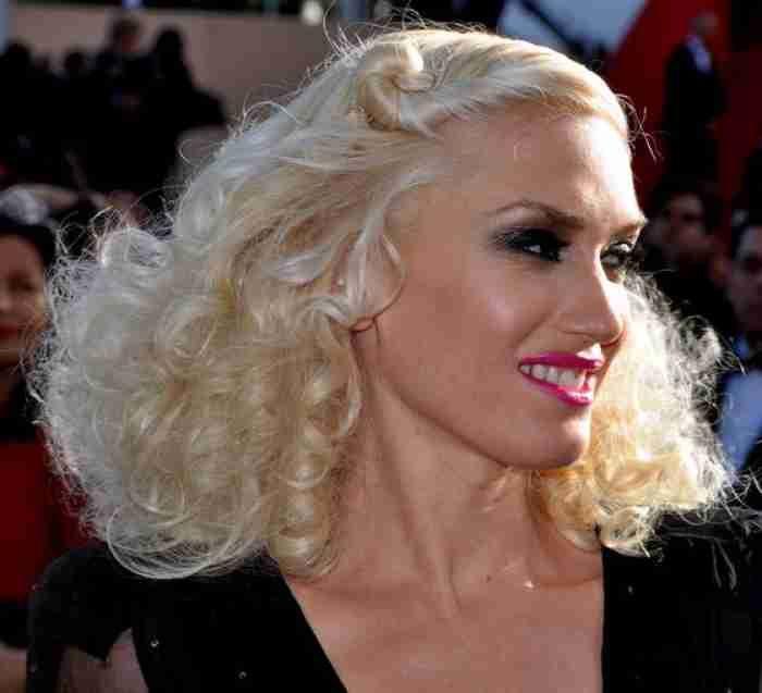 Blake Shelton calls Gwen Stefani the 'hottest date' at People's Choice Awards  #BlakeShelton #GwenStefani