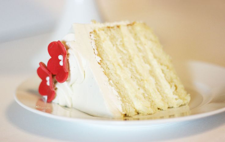 White Velvet Cake with Cheesecake Filling and Silky Marshmallow Buttercream - Cake Paper Party