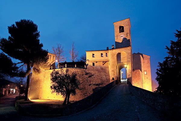 Palazzo Viviani: Castello di Montegridolfo, Italy
