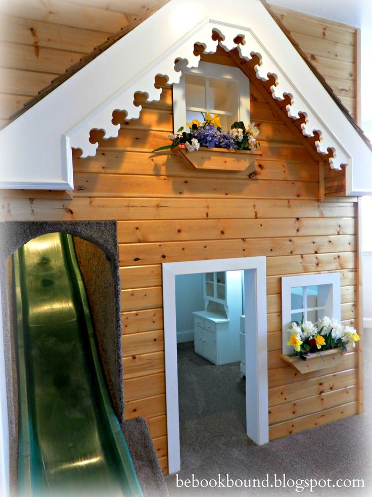 Adorable Kid's Playhouse with Slide!!