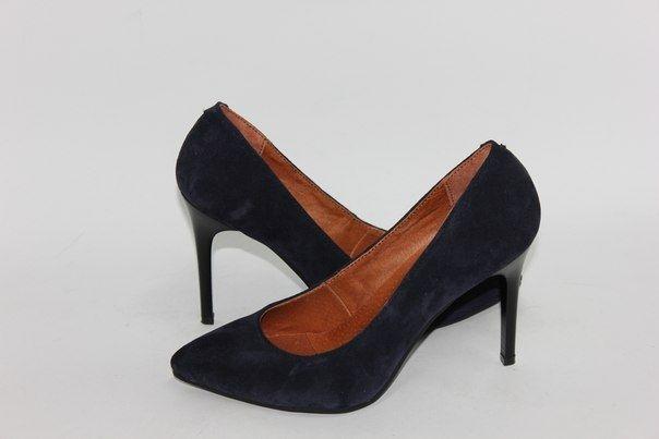 Темно-синие замшевые туфли-лодочки