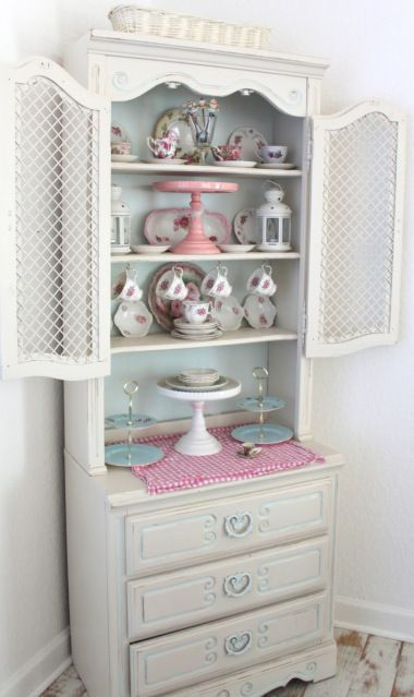 China Cabinet Display | THE MAMANISTA
