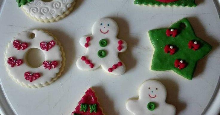 Fabulosa receta para Galletas para Navidad. Este año les traigo una linda idea para colgar en el árbol de Navidad o regalar envueltas en celofan, unas simpáticas y ricas galletas.