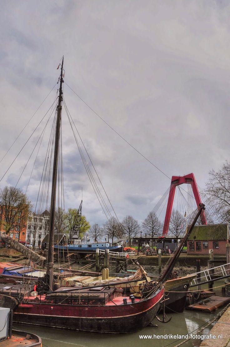 Oude haven en Willemsbrug in Rotterdam
