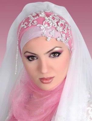 Headpiece for Pink Muslim Wedding Dress - http://casualweddingdresses.net/muslim-wedding-dresses-for-beautiful-islamic-brides/