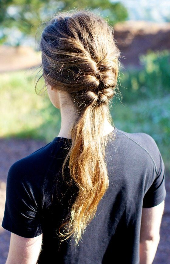 15 idées de coiffures pratiques pour faire du sport. Focus : la demi-tresse
