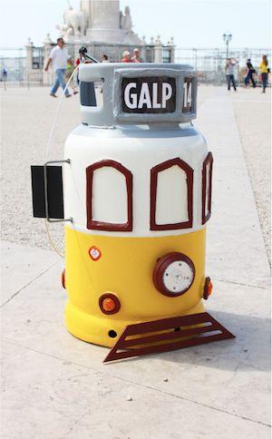 Uma botija com um elétrico de Lisboa