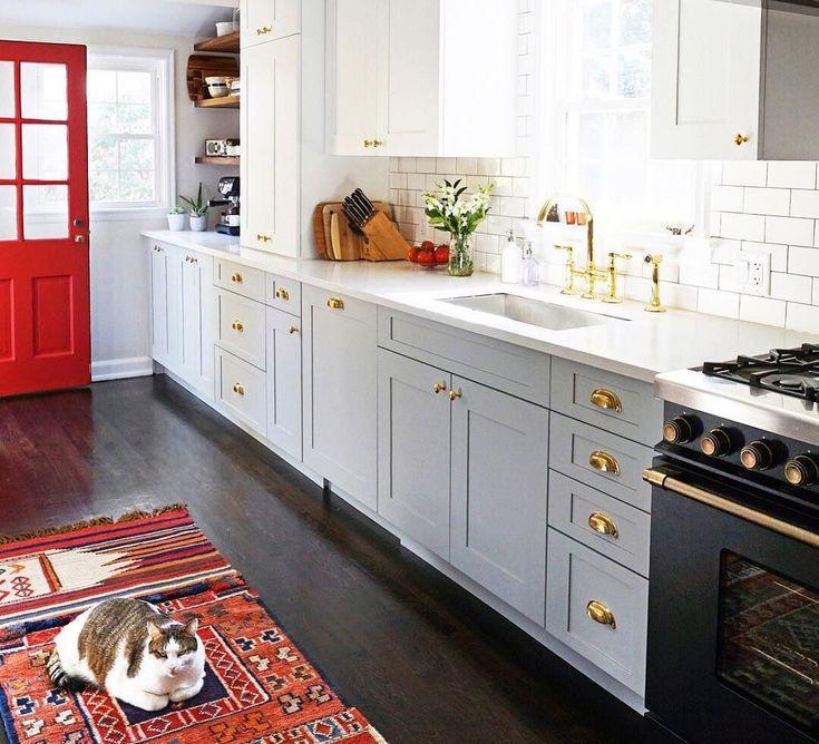 Best 25 modern kitchens ideas on pinterest modern for Modern kitchen updates