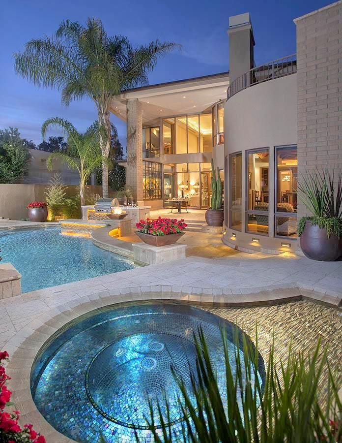 Scottsdale Retreat in Arizona - a retreat fit into the small backyard space of a vacation home.