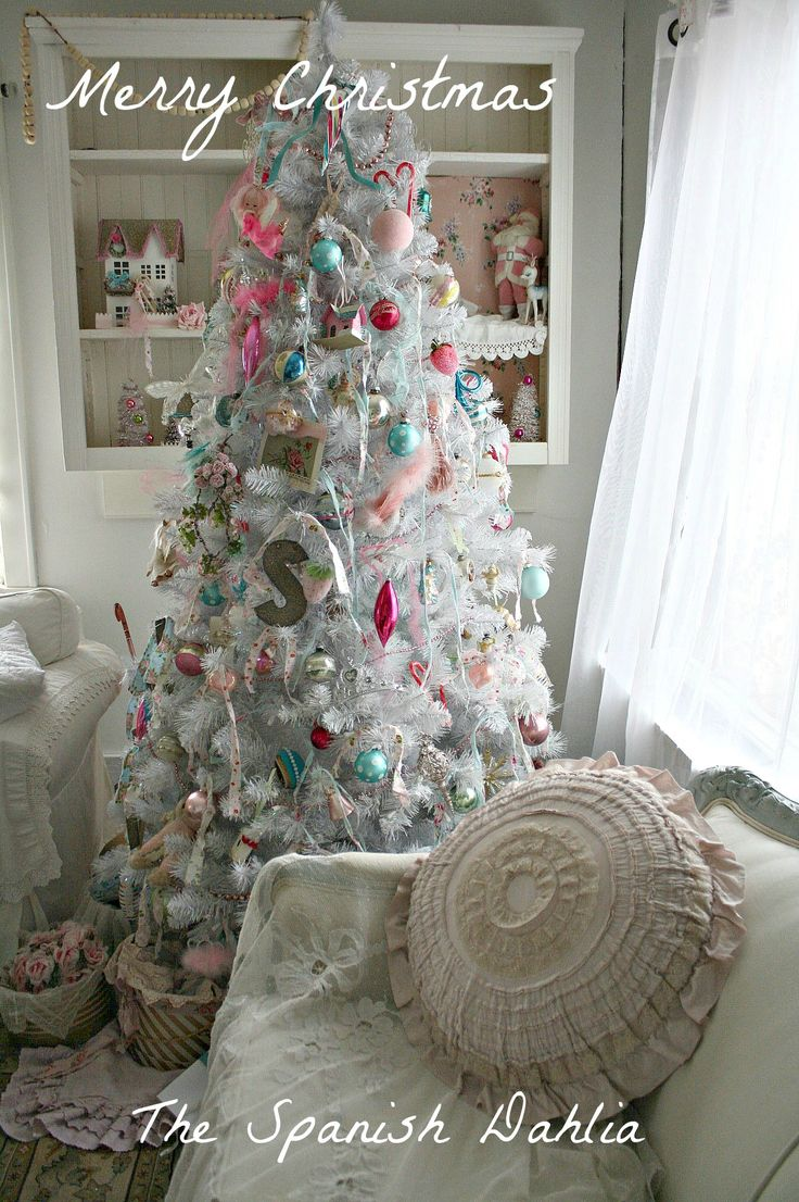 My white shabby chic christmas tree 2012 christmas for Shabby chic christmas