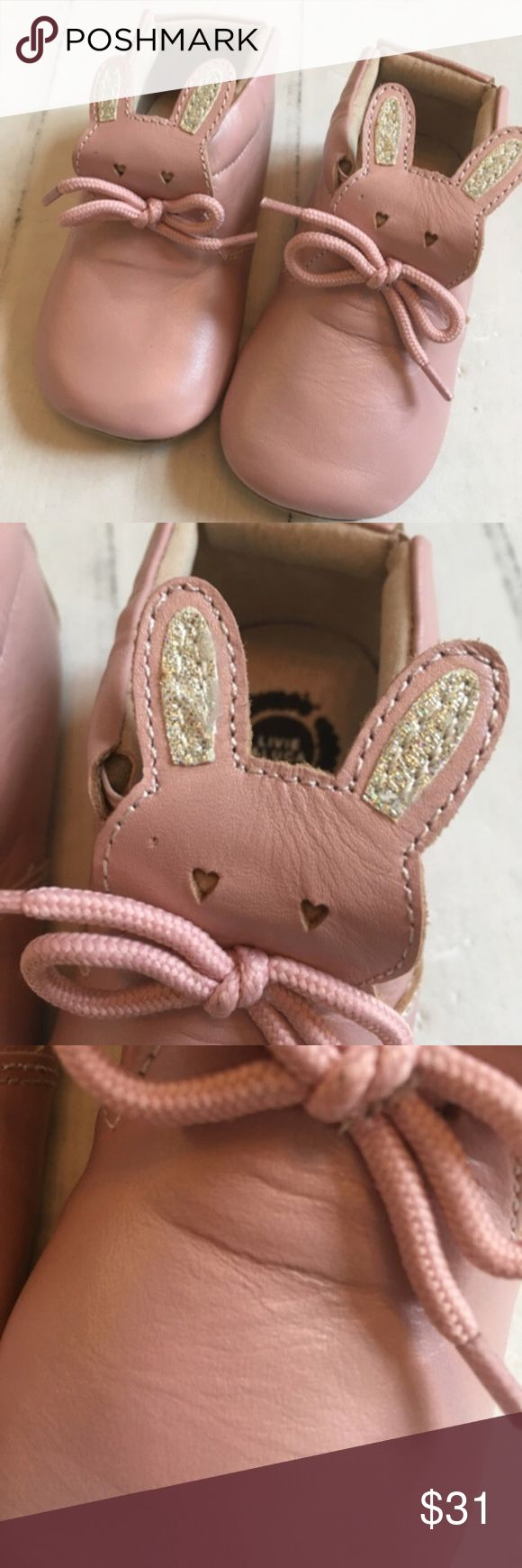 New in Box Livie & Luca Pink Pipkin Crib Shoes The cutest little booties by Livie & Luca. Pipkin soft soles - genuine leather in light pink shimmer. Please note some wrinkles in leather- typical for L&L. Will ship with box. These retail for $41 Livie & Luca Shoes Baby & Walker