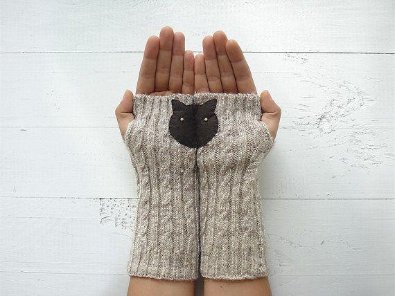 CADEAU de Noël, l'expédition, EXPRESS botte brassard, manches de chat, chat gants, mitaines, cadeau pour elle, amoureux des chats, Kitty Boot Cuff, cadeau d'hiver  Ils sont fabriqués dans un atelier spécial à Istanbul et en mélange de laine qui les rend vraiment doux et chaud.  Fabriqués à la main dans un environnement sans fumée libre et animaux de compagnie.  Sil vous plaît à la main laver à leau tiède et sécher à plat.  Unique taille sadapte à la plupart. Il suffit de mettre vos mains…