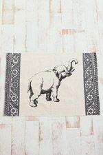 Tapis éléphant chez Urban Outfitters